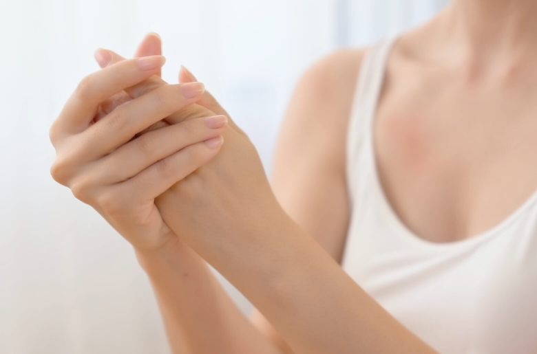 How to prevent dry and cracking skin from handwashing